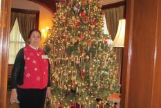 Duwanna Wall in front of the Fortnightly Christmas tree (Margo Malos, Photograper)